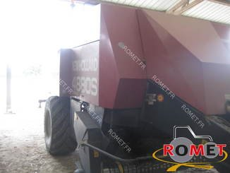 Presse à balles carrées New Holland 4880S - 1