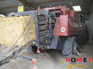 Presse à balles carrées New Holland 4880S - 3
